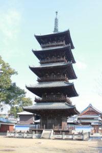 本山寺のシンボル、五重塔