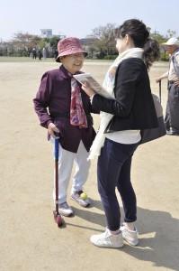 同行したayaさんにインタビューしている姿を激写されました!