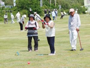 グラウンド・ゴルフは女性にも人気です